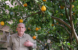 Russ Finch inside his Citrus greenhouse in Nebraska. (Photo credit: Russ Finch)